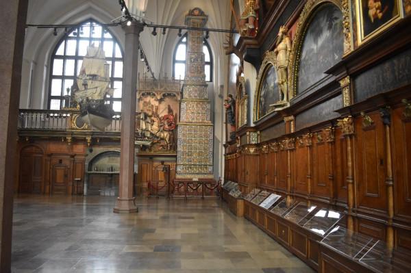 Wielki Piec w Dworze Artusa powstał w latach 1545-1546. Jego twórcą był zdun Georg Stelzener.