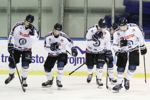 Krystian Mocarski (drugi od lewej) znakomicie rozpoczął sezon w PHL, podobnie zresztą jak cały zespół Lotosu PKH Gdańsk.