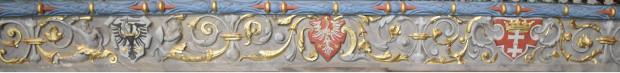Ozdobny fryz nad cokołem Wielkiego Pieca w Dworze Artusa.