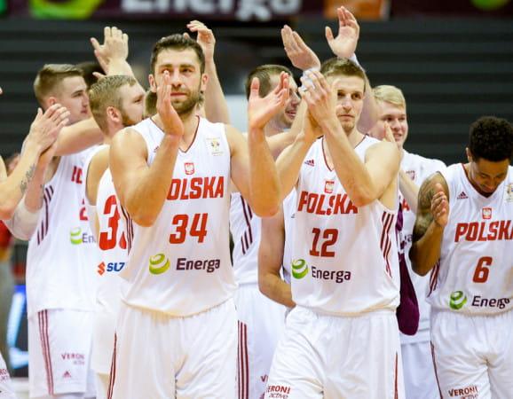 Adam Hrycaniuk (nr 34) i Adam Waczyński (nr 12) nie tak dawno wspólnie w reprezentacji Polski zajęli 8. miejsce na mistrzostwach świata. W środę staną naprzeciw siebie w Eurocup.