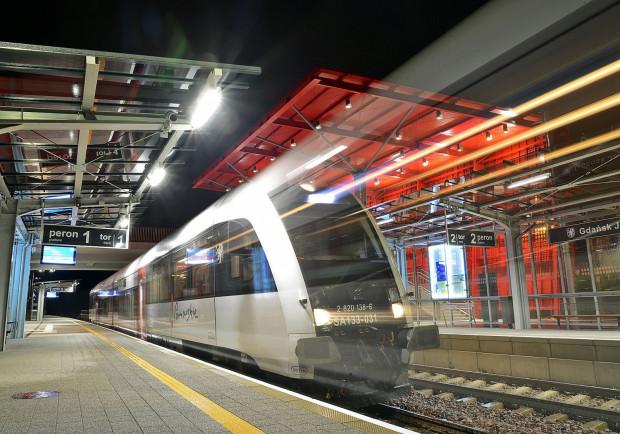 Poranny kurs z Kartuz do Gdyni oraz trzy pary połączeń między Gdynią i Wrzeszczem mają ulżyć pasażerom PKM, którzy skarżą się na tłok w przepełnionych składach.