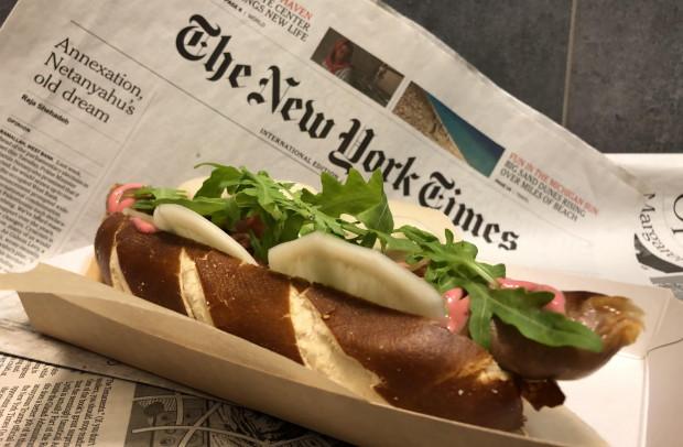 Oh My Dog serwuje rzemieślnicze hot-dogi z wysokiej jakości składników.
