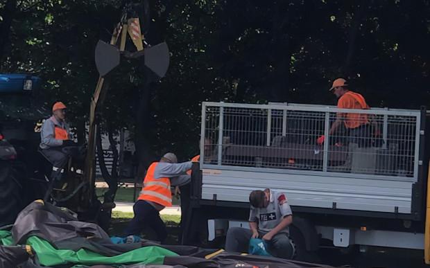 Część ławek i koszy na śmieci została usunięta z Parku Rady Europy na zlecenie miejskich służb kmunalnych.