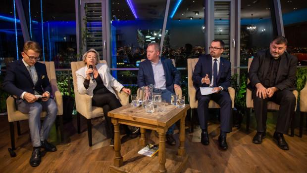 Ostatnia debata przedwyborcza. Od lewej: Jolanta Banach, Krzysztof Lisek, Marcin Horała, Artur Dziambor