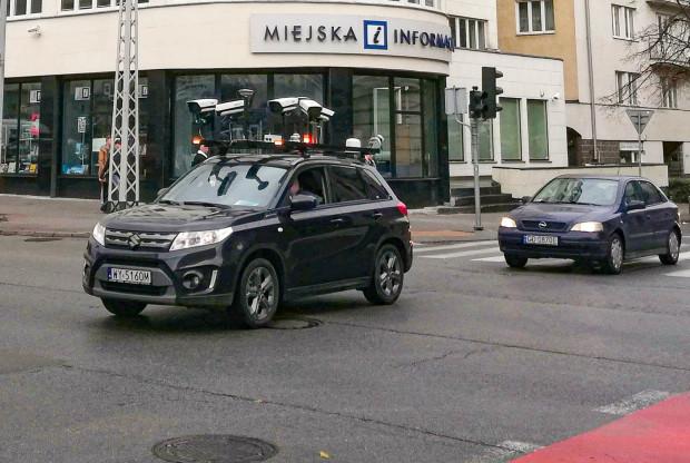 Kamery na dachu samochodu pozwalają stworzyć dokładną i aktualną fotomapę gdyńskich ulic.