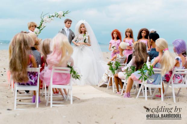 Ślub Iness i Dereka odbył się na plaży w Nowym Porcie. Śledziły go tysiące osób.