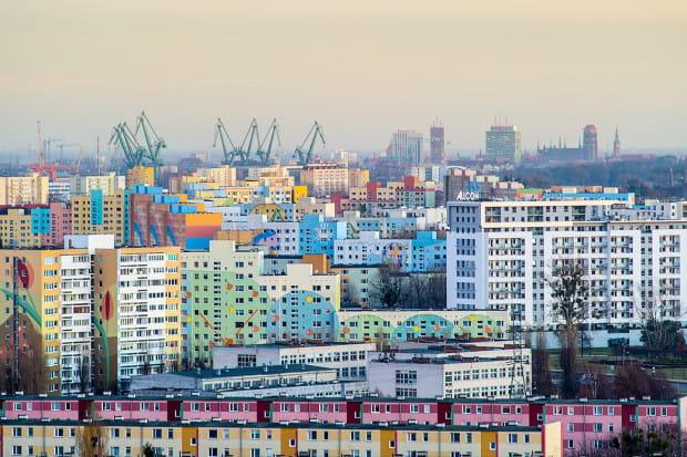 Dzielnice Trójmiasta, w których znajdują się budynki z wielkiej płyty, są atrakcyjnie zlokalizowane i mają pełną infrastrukturę, stąd mieszkania w tych budynkach cieszą się niesłabnącą popularnością.