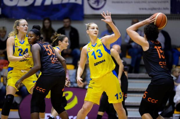Koszykarki Arki Gdynia wciąż są niepokonanym zespołem w Energa Basket Lidze. W meczu z mistrzyniami Polski najskuteczniejsza w drużynie była Maryja Papowa (nr 13), zdobywczyni 25 punktów.