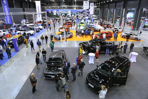 W targach motoryzacyjnych wystawiło się ponad 40 firm.