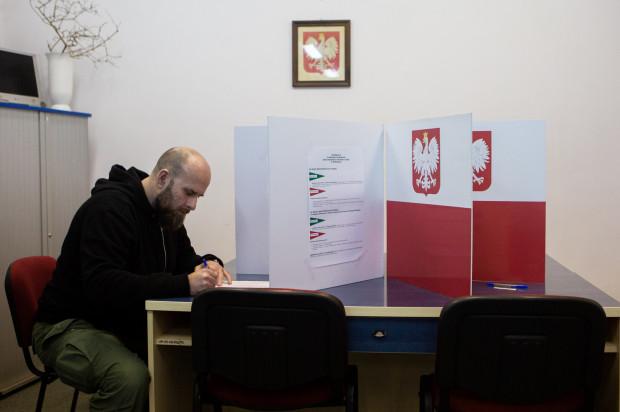 Rada Dzielnicy Strzyża, Obwodowa Komisja Wyborcza nr 123. Pierwsi głosujący.