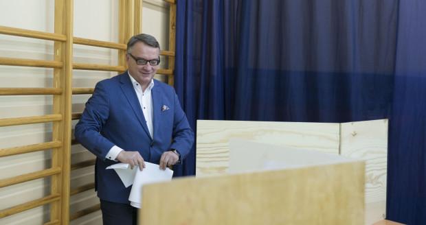 Były minister sprawiedliwości Marek Biernacki głosował w Gdyni-Wielkim Kacku. Do lokalu wyborczego na terenie Szkoły Podstawowej nr 20 polityk przybył z żoną.