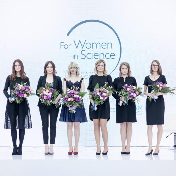 Wszystkie laureatki tegorocznej edycji programu, od lewej: Beata Zjawin, mgr Paulina Marona, mgr Karolina Pierzynowska, dr Ewelina Król,  dr Renata Welc-Falęciak, dr Ulrike Topf.