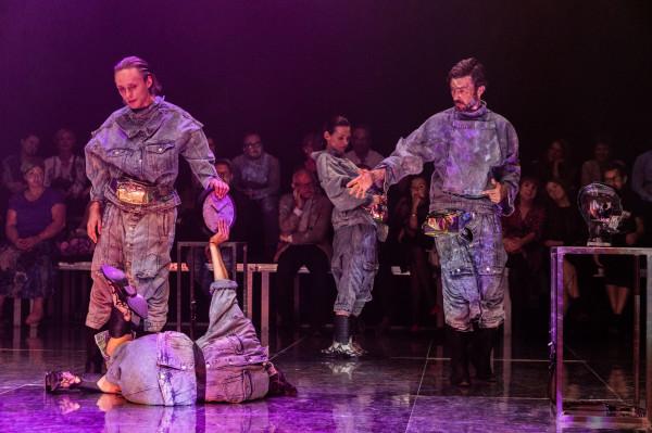 """Drugim tytułem Wybrzeża Sztuki, który przyciąga uwagę, jest """"Dług"""" w reżyserii Jana Klaty. Spektakl zagrany zostanie 14 listopada na Scenie Kameralnej w Sopocie."""