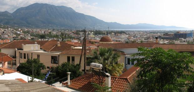 Kalamata to niewielki port na południowo-zachodnim wybrzeżu Półwyspu Peloponeskiego w Grecji. Widok na miasto z zamku.