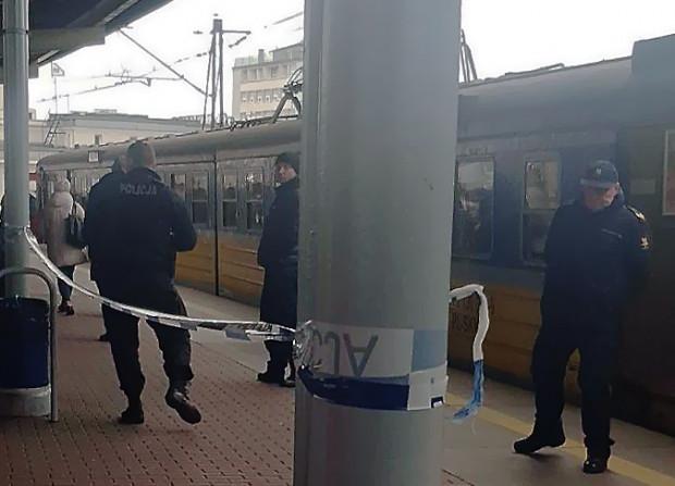 Interwencja policji na stacji Gdynia Główna. To tu zatrzymano kolejkę i zatrzymano 32-latka.