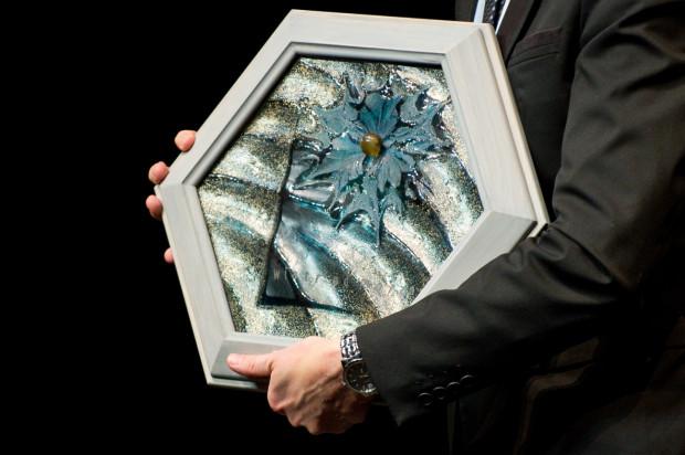 """Każdy z laureatów nagrody """"Wiatr od morza"""" otrzymuje pamiątkową statuetkę oraz nagrodę pieniężną. Finał II edycji nagrody czeka nas już 24 października w Centrum św. Jana."""