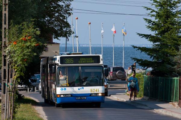 Autobus o numerze inwentarzowym 5241 jako jeden z pierwszych opuścił siedzibę PKA.
