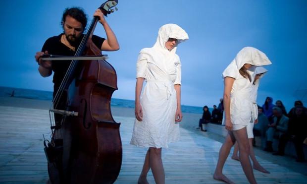 """""""Fruu"""" to muzyka i taniec. Inicjatorem działań, prawdziwym """"mistrzem ceremonii"""" jest znany trójmiejski jazzman - Olo Walicki."""