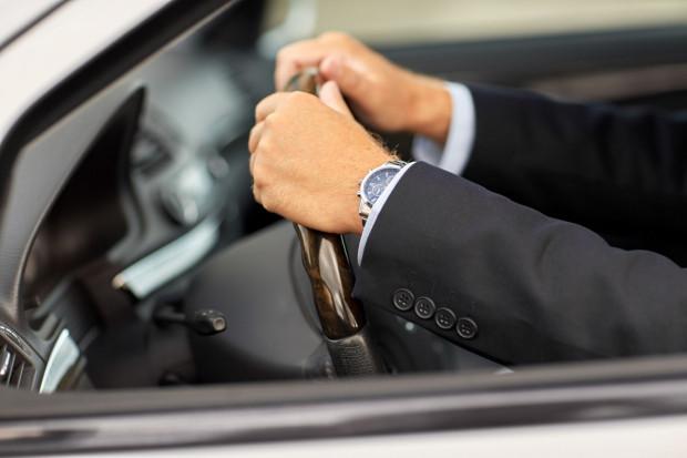 7 listopada w życie wejdą nowe przepisy dotyczące kontroli drogowej. Przykładowo, za nietrzymanie rąk na kierownicy podczas czynności policyjnych grozić będzie mandat w wysokości nawet 500 zł.