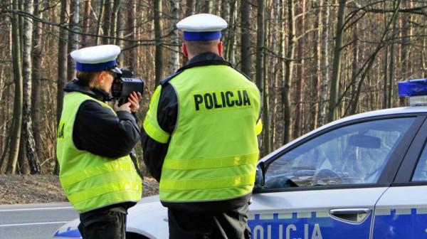 """Rozpoczyna się akcja """"Znicz"""". Na drogach będzie można spotkać większą liczbę policjantów."""