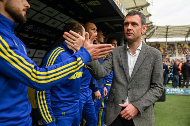 Aleksandar Rogić żegna kolejnego współpracownika w sztabie trenerskim Arki Gdynia. Kiedy pierwszy mecz wyrywali szkoleniowcy żółto-niebieskich w ekstraklasie?