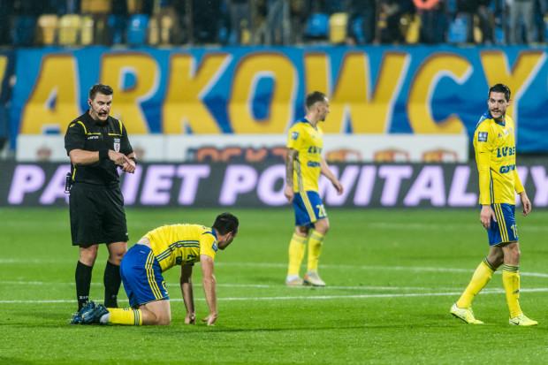 Wojciech Myć nie podyktował dwóch karnych dla Arki Gdynia, a przy podejmowaniu tych decyzji nie obejrzał nawet powtórek. Daniel Stefański kierował VAR.