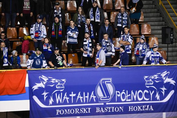 Kibice gdańskiego hokeja po raz kolejny udowodnili, że są w stanie wesprzeć swoich zawodników nie tylko z trybun. W ogóle fani trójmiejskich klubów są w ostatnich latach skorzy do finansowego wsparcia.