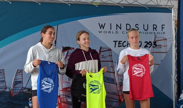 Medalistki mistrzostw świata do lat 15 w klasie Techno 293. Anna Igielska pierwsza z prawej.
