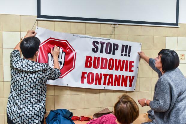 VI sesja rady dzielnicy Redłowo miała burzliwy przebieg. Mieszkańcy protestowali przeciw budowie fontanny.