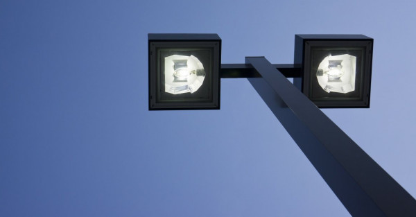 Nowe oprawy LED są nie tylko bardziej ekonomiczne od sodowego oświetlenia, ale też mają bardziej nowoczesny kształt.