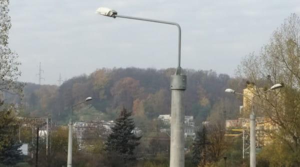 Nowoczesne lampy LED można montować na istniejących już słupach, co znacznie przyspiesza wykonanie inwestycji, na którą nie trzeba występować o pozwolenie na budowę.