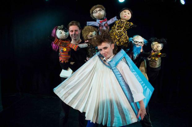 """""""Zuchwała historia z zakurzonej półki"""" ma być dowcipnym spektaklem lalkowym, który skierowany jest do dzieci od lat sześciu. Premiera 16 listopada w Teatrze Gdynia Główna."""