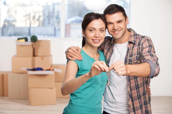 Sam odbiór kluczy do mieszkania nie oznacza, że proces jego nabywania został zakończony. W pełni spokojnym można być dopiero po podpisaniu aktu notarialnego, w którym na nabywcę przeniesiona zostanie własność nieruchomości.