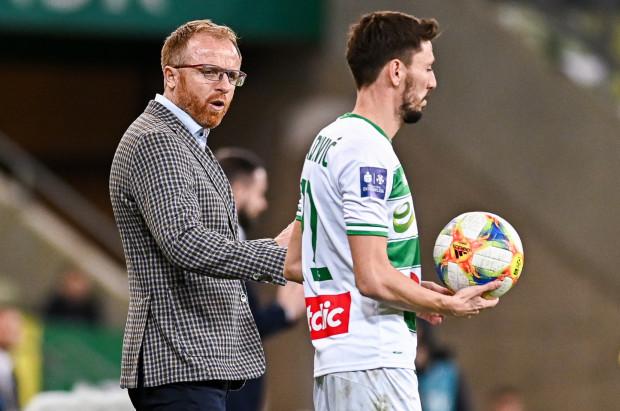 Filip Mladenović ocenia, że zmiana na ławce trenerskiej w meczu Lechia Gdańsk - Pogoń Szczecin nie powinna mieć wpływu na grę gospodarzy, a piłkarze tym bardziej zrobią wszystko, aby wygrać także dla Piotr Stokowca.