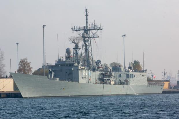 Fregata ORP Pułaski w gdyńskim porcie.