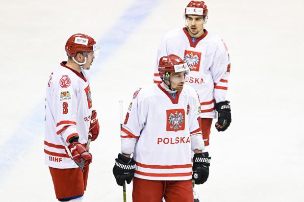 """Biało-czerwoni w niedzielnym spotkaniu przegrali 0:2 z Węgrami i zajęli trzecie miejsce w gdańskim turnieju EIHC. Trybuny """"Olivii"""" znów świeciły pustkami, bo zasiadło na nich zaledwie około 250 osób."""