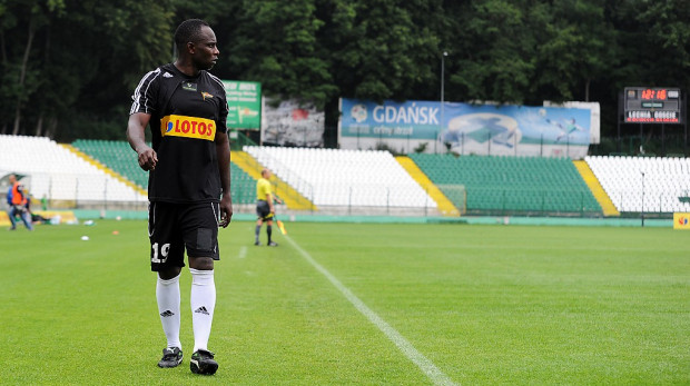 Emanuel Olisadebe nie zagra jednak w przyszłym sezonie w zespole Lechii.