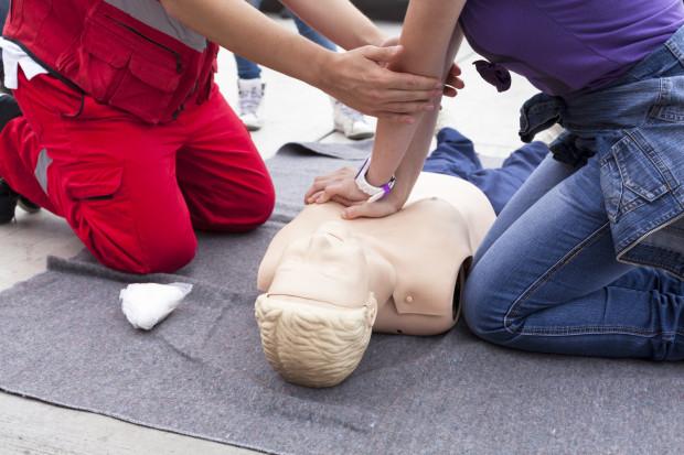 Nie wiesz, jak udzielić pierwszej pomocy? Mieszkańcy Gdańska mają okazję się tego nauczyć podczas bezpłatnych szkoleń, które organizowana są na terenie całego miasta.