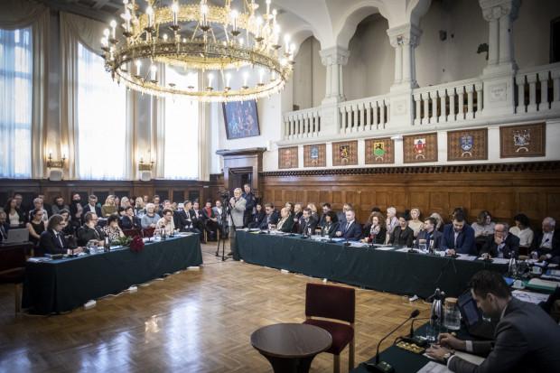 W pierwszym roku kadencji w Sopocie odbyło się w sumie 10 sesji Rady Miasta.