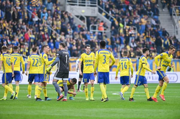 Zdaniem Jarosława Kotasa Arka Gdynia utrzyma się w ekstraklasie, ale musi skupić się na bronieniu i zdobywać więcej bramek po stałych fragmentach gry. Żółto-niebiescy kuleją w tym elemencie gry.