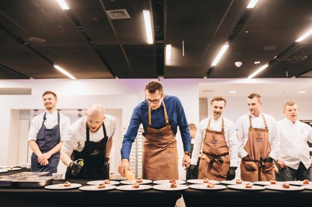 Szefowie kuchni wspólnie przygotowali autorskie siedmiodaniowe menu, którego motywem przewodnim była odwaga.
