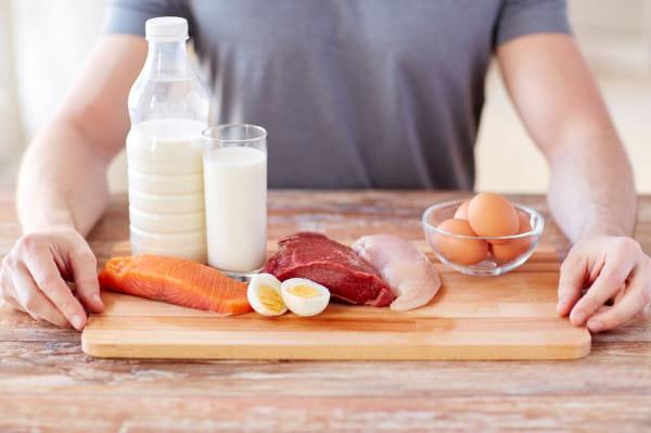 Podczas karmienia warto zwrócić uwagę na białko.
