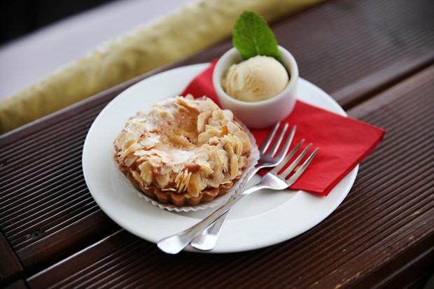 Tarta wiśniowa z migdałami