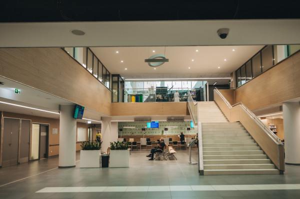 Punkt przyjęć planowych dla dorosłych - rejestracja w budynku Centrum Medycyny Nieinwazyjnej.