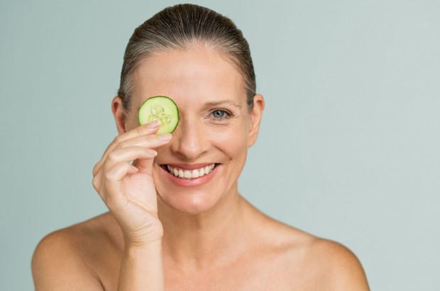 Chociaż cerą dojrzałą określa się skórę po około 45. roku życia, to czasem proces starzenia skóry postępuje wcześniej.