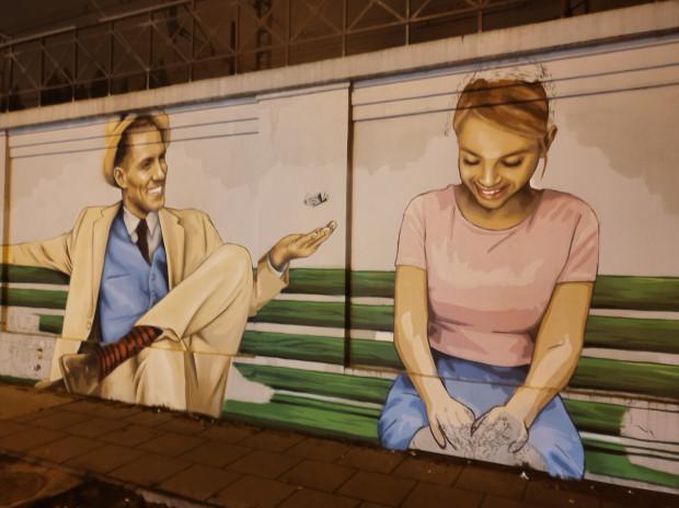 Zdjęcia dokumentujące ostatnie dni pracy Looney'a nad muralem przy ul. ks. Zator-Przytockiego we Wrzeszczu.