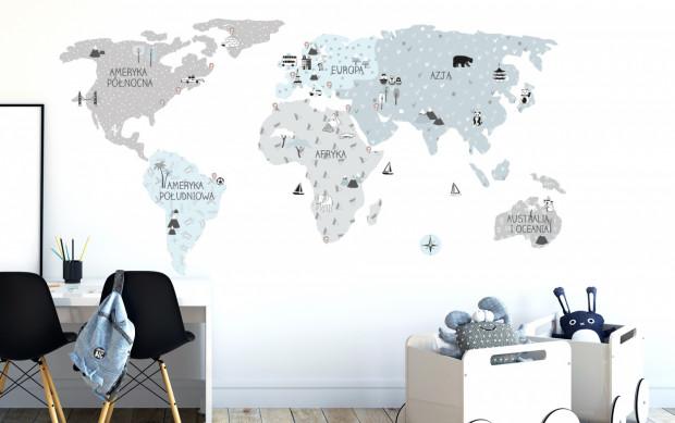 Jednym z popularnych rozwiązań są mapy, które nie tylko dekorują pokój, ale i uczą.