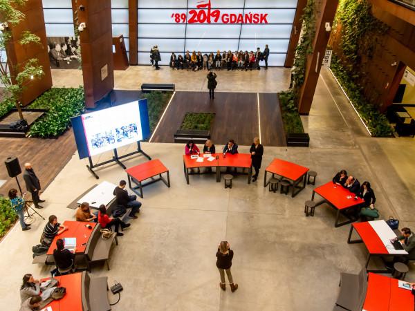 W czwartek władze Gdańska podsumowały serię spotkań z mieszkańcami przy okrągłym stole. Wiosną mebel zagości w kolejnych dzielnicach.