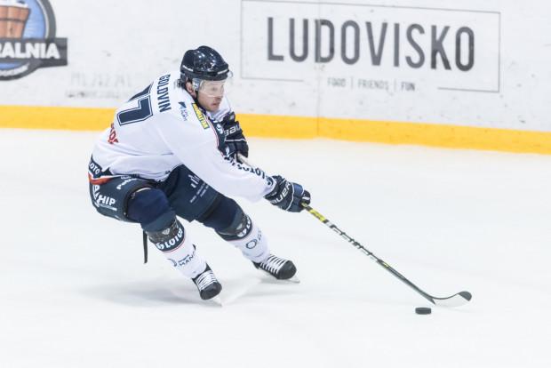 Aleksander Gołowin (na zdjęciu) zdobył jedyną bramkę w wyjazdowym meczu w Nowym Targu. Hokeiści Lotosu przegrali 1:3 z Podhalem. Dla biało-niebieskich była to już trzecia porażka z nowotarżanami w tym sezonie.