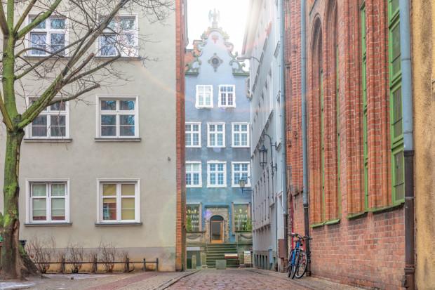 Główne Miasto w Gdańsku zwykle tak nie wygląda, bo przyciąga tłumy turystów